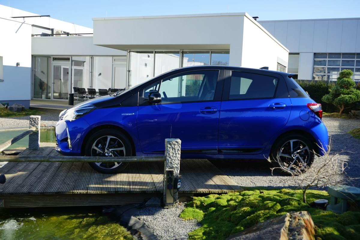 Yaris Style Selection Blue Seitenansicht